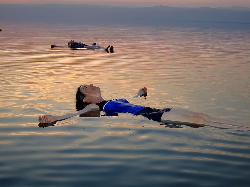 People floating in the Dead Sea.   Our ability to read emotional information from postures means that we can intuit information about people's emotional state even when they are not visibly moving (Image: Wikimedia Commons)