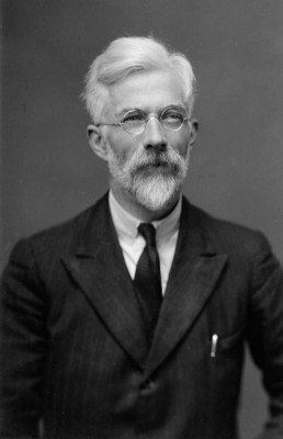 Photograph of Ronald Fisher taken in 1946 by Walter Stoneman. Stoneman took many photographs of Fellows on behalf of the Royal Society (Image: Used with the kind permission of the Royal Society)