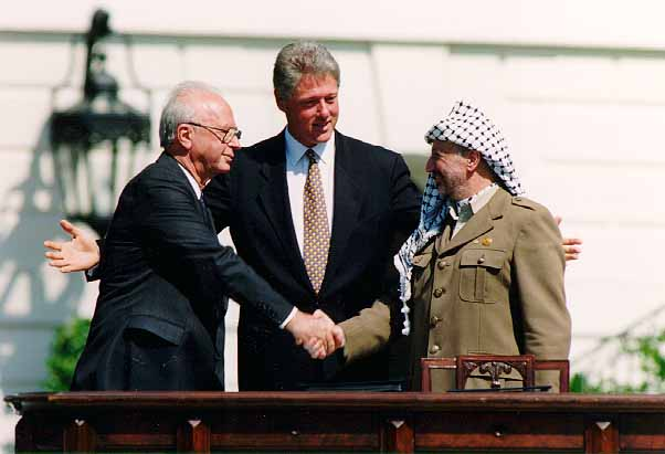 Reaching out across a divide; Israeli Prime Minister Yitzhak Rabin, U.S. president Bill Clinton, and PLO chairman Yasser Arafat at the White house in 1993 (Image: Wikimedia Commons)