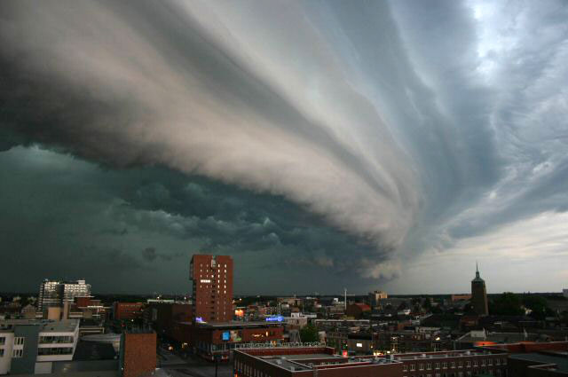 An Arcus cloud (Image: John Kerstholt/Wikimedia Commons)